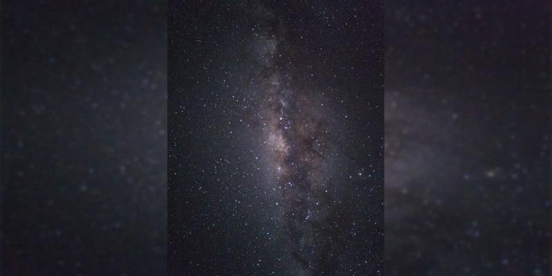 每日新闻:摘叶飞花!这张银河照竟然是用手机拍摄的?