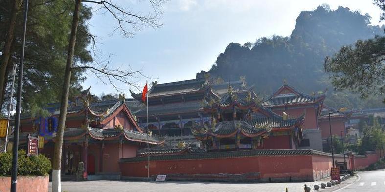 古剑山自然风光奇绝,西南地区远近闻名的佛教圣地。