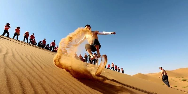 腾格里沙漠里的亲子之旅