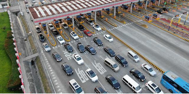 部分小型客车将降低通行收费标准 9月1日起实施