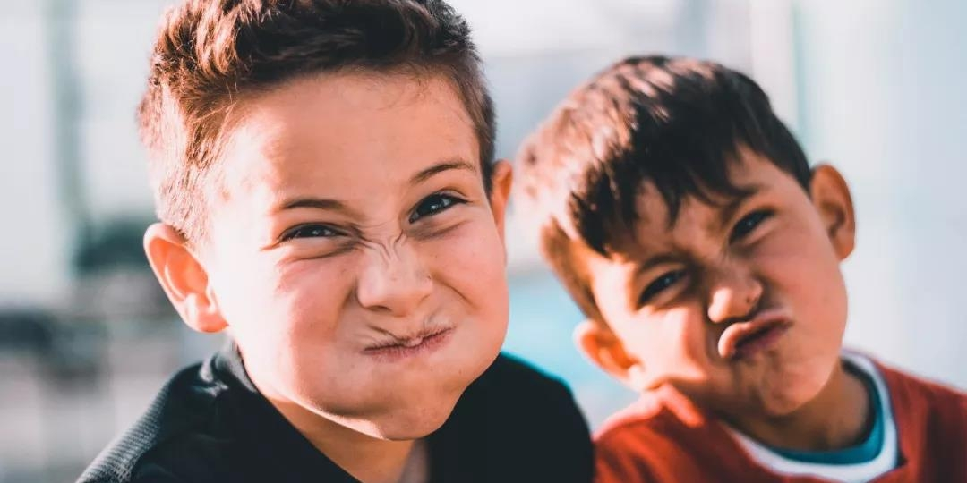 说东偏往西,该拿爱对抗的孩子怎么办?