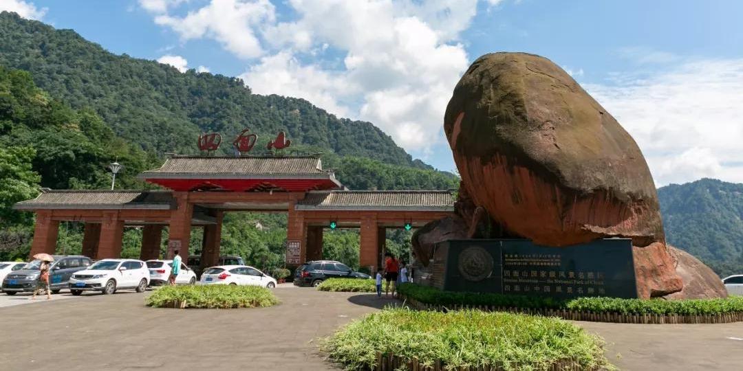 """望乡台大瀑布""""华夏第一高瀑"""" 距离重庆最近的避暑游胜地"""