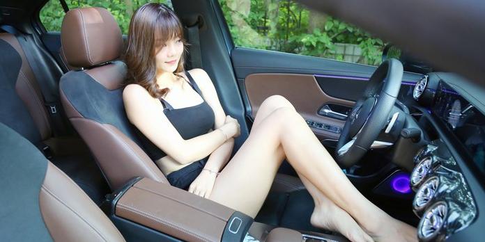 感谢长腿女神的倾情出演 外拍奔驰A 200 L