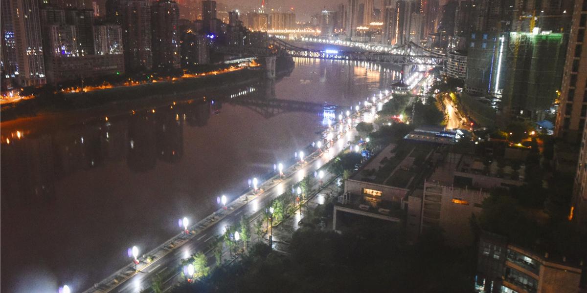 有机会一定要来重庆 因为美食美景让你能感觉到温暖