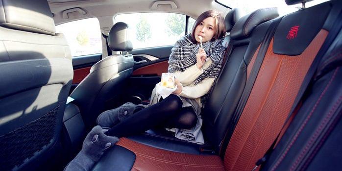 酸奶与秦的邂逅 可爱小姐姐当车模