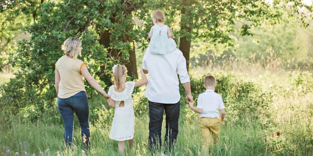 如何打破原生家庭魔咒,成为更好的父母?