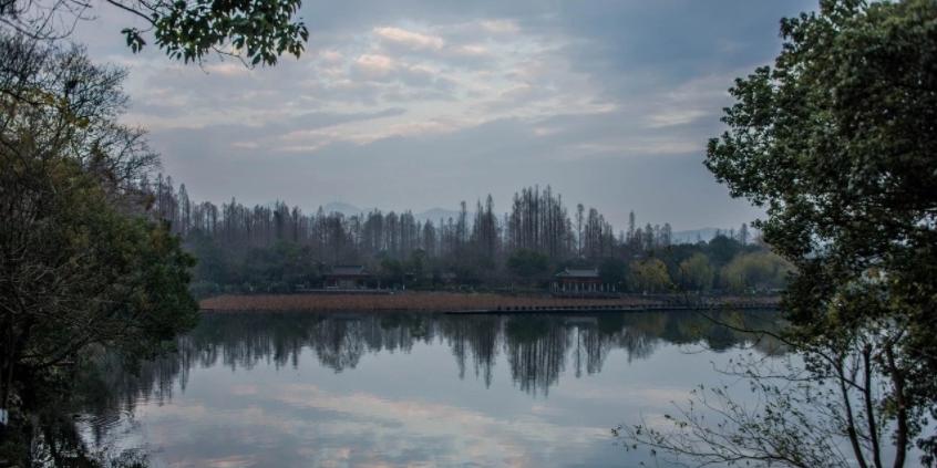 享受美丽的西湖不一样的宁静