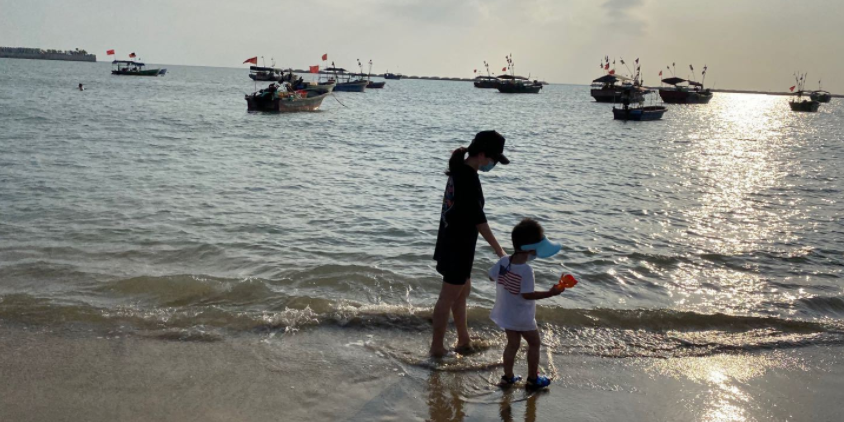 龙栖湾沙滩感受残存的渔村风情