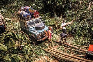 27年车龄路虎卫士 来到非洲腹地丛林穿越