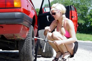 别在马路上撒野 请多注意你的爱车轮胎