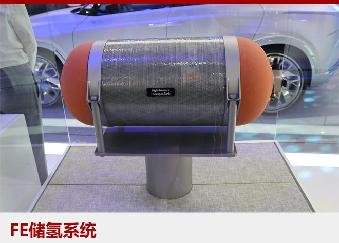 """由于当前氢燃料补给基础设施十分有限,该车设计最大行驶里程为800公里,这也是目前行驶距离最长的氢燃料电池汽车。FE燃料电池概念车的各种要素也将在未来发布的SUV燃料电池车型上有所体现,该车型将会搭载先进的""""现代Smart Sense""""自动驾驶辅助技术和大量的氢动力装置。"""